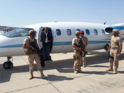 """الكشف عن أهم القضايا التي ناقشها """" بحاح """" مع الرئيس هادي بعد أن وصل اليوم إلى عدن"""