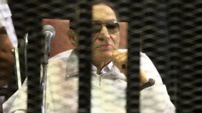"""صدور حُكم ضد الرئيس المصري الأسبق """" حسني مبارك """" ونجليه وغرامات مالية وإنهاء مستقبلهم السياسي ( تفاصيل)"""