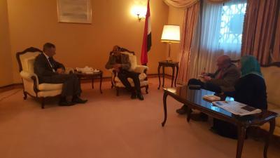اللواء علي محسن الأحمر يعود للممارسة مهامة  ( صورة)