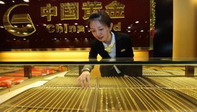 من وراء مشتريات الذهب الضخمة والغامضة في العالم ؟ ولماذا ؟