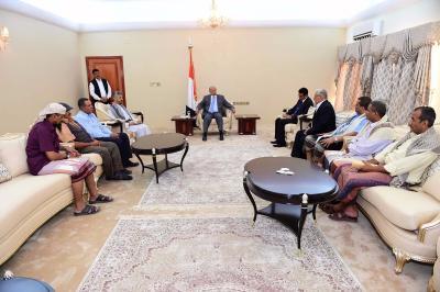 الشيخ حمود المخلافي يظهر من جديد جوار الرئيس هادي ومعه أعضاء مجلس المقاومة بتعز ( صورة - أسماء)