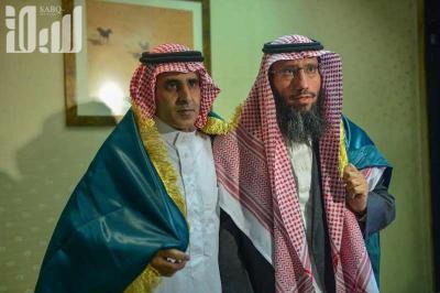 شاهد بالصور .. وصول السعوديين اللذين أفرج عنهما الحوثيين إلى الرياض وتفاصيل إختطاف الحوثيين لهما