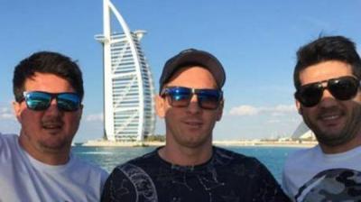 محاكمة موظف في دبي  صور جواز سفر ميسي