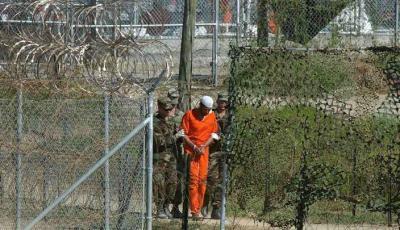 معتقل يمني في جوانتانامو يرفض مغادرته المعتقل في اللحظات الأخيره