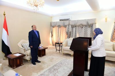 بالصور .. وزراء ومحافظين منهم محافظ تعز يؤدون اليمين الدستورية أمام الرئيس هادي ( الأسماء)