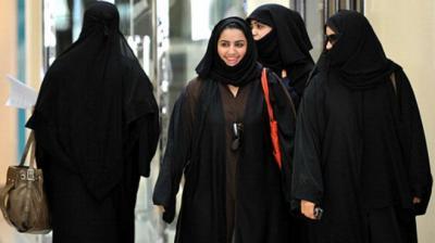 قرار مفاجئ يجيز للمرأة السعودية النزول في الفنادق ومرافق الإيواء السياحية دون محرم - تفاصيل