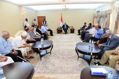 الرئيس هادي يستقبل عدد من الشخصيات والوجاهات الاجتماعية من أبناء عدن
