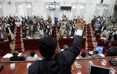 الحوثيون يبدأون بإجراءات قاسية ضد أعضاء مجلس النواب وأعضاء المجلس يهددون بدعم الشرعية