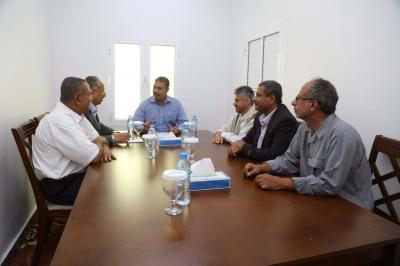 أول لقاء يجمع بين بحاح ومحافظ تعز وحمود المخلافي في عدن ( صوره)