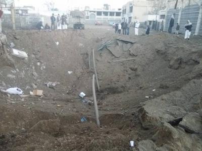 شاهد 6 صور لآثار القصف العنيف الذي إستهدف مساء أمس موقع في شارع الزبيري بالعاصمة صنعاء وتفاصيل المواقع المستهدفة