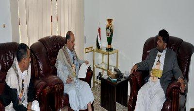 صوره لـ محمد علي الحوثي مع لواء وعميد تثير حالة من السخرية