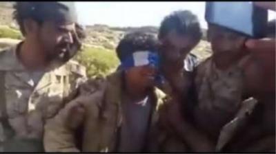 شاهد الفيديو الذي يدمي القلوب .. لحظة أسر المقاومة لحوثين بالقرب من فرضة نهم بينهم طفل يبكي ويتوسل بعدم ذبحه