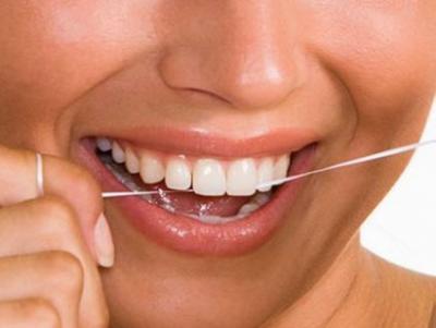 5 طرق طبيعية للتغلب على رائحة الفم الكريهة
