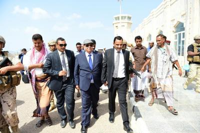 الرئيس هادي يصل سقطرى ومنها إلى الرياض  ( صورة)