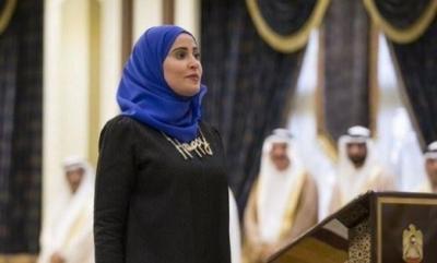 ماذا لبست وزيرة السعادة الإماراتيه أثناء أدائها اليمين ؟  ( صوره)