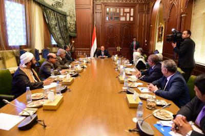 رئيس الجمهورية يترأس اجتماعاً موسعاً للهيئة الاستشارية ( صوره)