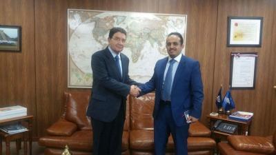 السفير العواضي  يلتقي أمين عام منظمة السياحة العالمية والمنظمة تؤكد دعمها للسياحة في سقطرى