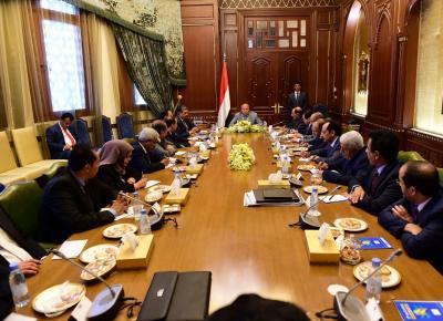 ظهور الفريق علي محسن الأحمر في إجتماع إستثنائي مع الحكومة بجانب الرئيس هادي ( صوره)