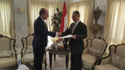 المخلافي يتسلم نسخة من أوراق اعتماد سفير مملكة نيوزيلاندا لدى اليمن