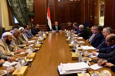 الرئيس هادي يرأس اجتماعا للفريق السياسي وفريق المفاوضات الحكومي ( صوره)