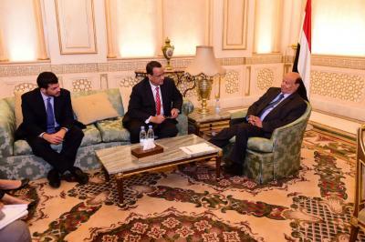 هادي يلتقي المبعوث الأممي الى اليمن ولد الشيخ عقب لقاءه بالحوثيين وحزب المؤتمر