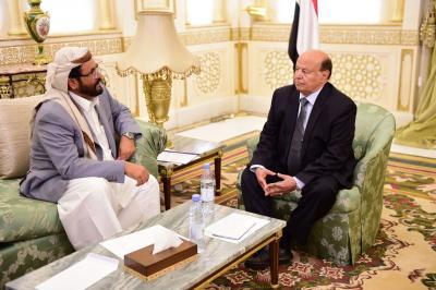هادي يلتقي محافظ مأرب سلطان العرادة ( صوره )