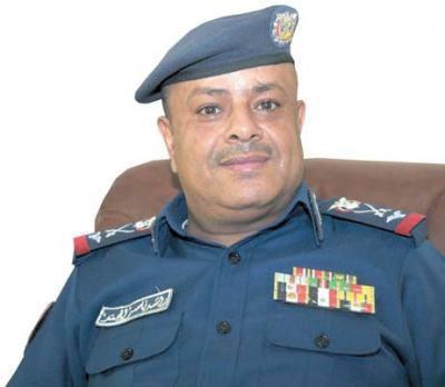 ظهور قائد القوات الجوية اليمنية برفقة علي محسن الأحمر يثير الجدل ( صور)
