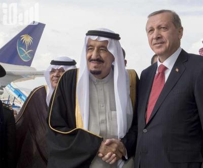 الملك سلمان يصل تركيا لحضور القمة الإسلامية