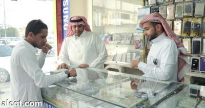 العمل السعودية تكشف حقيقة إستثناء اليمنيين من قرار توطين محلات الإتصالات وتكشف سبب عزوف السعوديين عن هذه المهنة