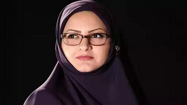 """""""مصافحة الغرباء"""" تحرم إيرانية من دخول البرلمان!"""