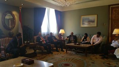 الوفد الحكومي يلتقي ولد الشيخ في الكويت ( صوره)