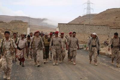 رئيس هيئة الأركان العامة اللواء المقدشي يتفقد مواقع الجيش والمقاومة بنهم ( صورة)