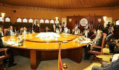 أحد أعضاء الوفد الحكومي ينشر أخبار صادمة لليمنيين عن محادثات الكويت