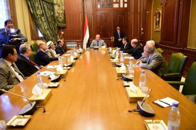 الرئيس هادي يعقد إجتماعاً مع هيئة مستشاريه ( صوره)