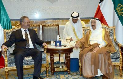 الوفد الحكومي يلتقي أمير الكويت ( صور)