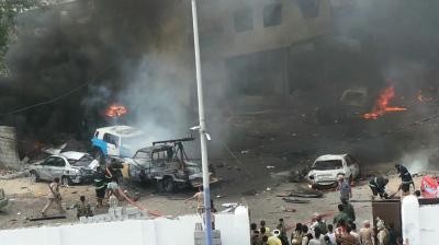 تفاصيل وصور جديدة حول التفجير الإنتحاري والذي إستهدف منزل مدير أمن عدن اللواء شلال شائع صباح اليوم