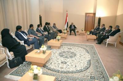 علي محسن الأحمر يلتقي أمين عام الحزب الاشتراكي وعدد من قادة الحزب ( صوره)