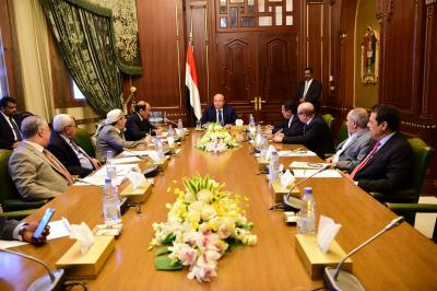 الرئيس هادي يرأس اجتماعا لهيئة مستشاريه بحضور نائب الرئيس ورئيس الوزراء ( صوره)