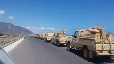 معدات وأطقم عسكرية إماراتيه تصل سقطرى ( صور)