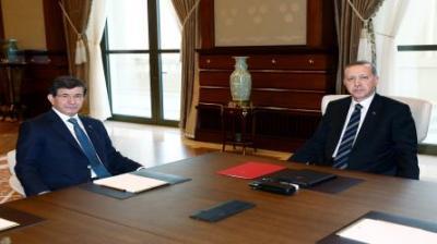 """أوغلو يعلن إستقالته من منصبه بعد أنباء عن خلافات مع أردوغان والمعارضه تصف ما حدث بـ """" الإنقلاب """" ( تفاصيل)"""