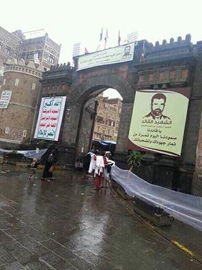 """شاهد بالصوره كيف قام الحوثيون بتشويه """" باب اليمن """" بالعاصمة صنعاء"""