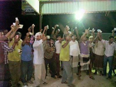 إقتحام صحيفة وترحيل المئات من أبناء المحافظات الشمالية من عدن لأسباب مناطقيه ( صوره)