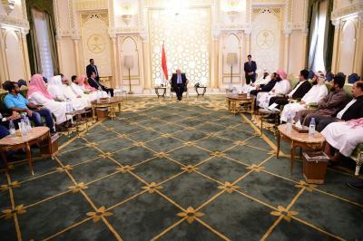 الرئيس هادي يرد على طرد أبناء المحافظات الشمالية من عدن ويلتقي عدداً من قيادات مقاومة عدن ( صوره)