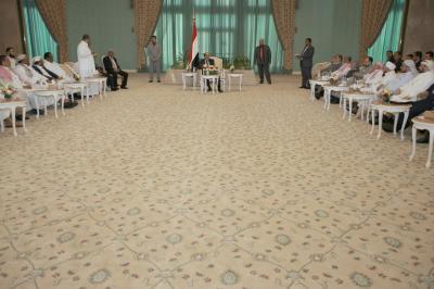 """علي محسن الأحمر يلتقي بقيادات من """" إقليم تهامه """" ويتحدث عن مستقبل الدولة الإتحادية ( صوره)"""