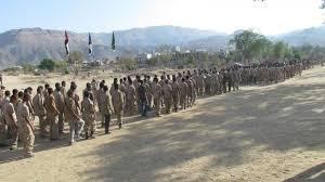 تفاصيل ما حدث في أحد المعسكرات بعدن توتر بين الجيش وقيادي في المقاومة رفض تسليم المعسكر