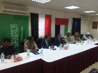 بن دغر يعقد اجتماعاً مع قيادات السلطة المحلية والمنطقة العسكرية الثانية بحضرموت
