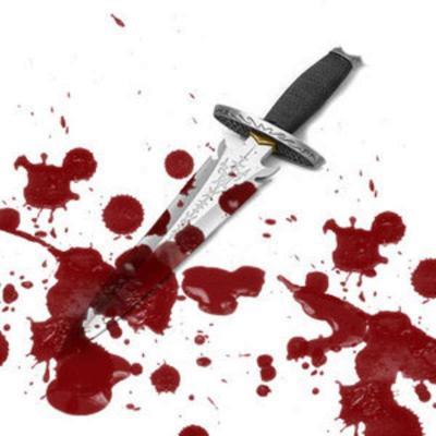 ٣ سعوديين يطعنون وافدًا يمنيًا بالسكاكين