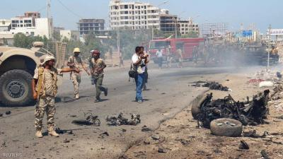 إنفجار عنيف  إستهدف أحد المعسكرات بعدن وخلف عشرات القتلى والجرحى ( صوره أوليه)