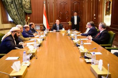 الرئيس هادي يعقد إجتماعاً بهيئة مستشاريه بحضور علي محسن الأحمر ( صوره)