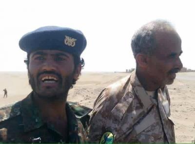 شاهد بالصور .. ناشطون يتداولون صورا للحظة القبض على وزير الدفاع الصبيحي